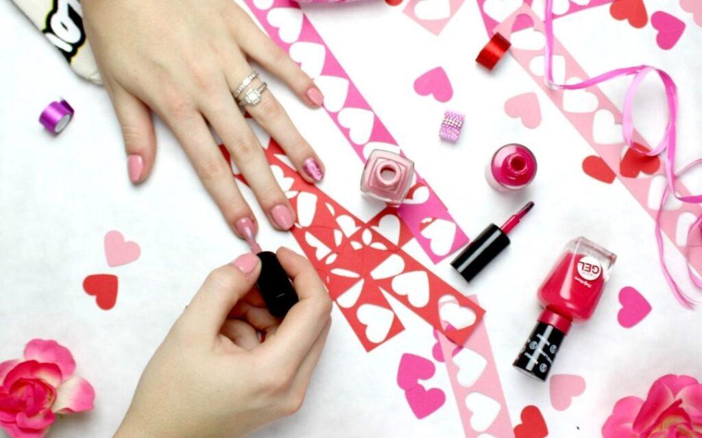 Manicure jak z salonu - co zrobić, żeby wytrzymał jak najdłużej?