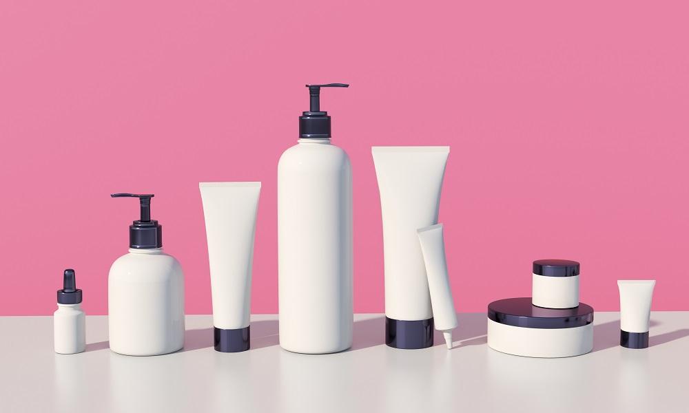 Kosmetyki idealne na lato – co wziąć na wakacje?