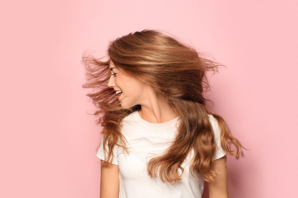 Czym stylizować włosy?
