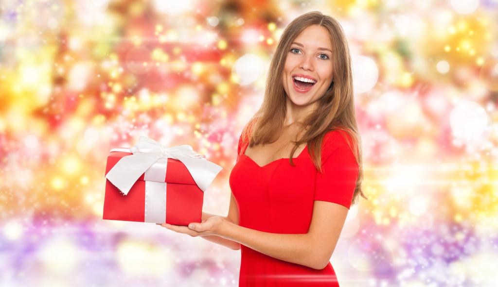 Zapach świąt – wymarzone propozycje na bożonarodzeniowy prezent dla niej