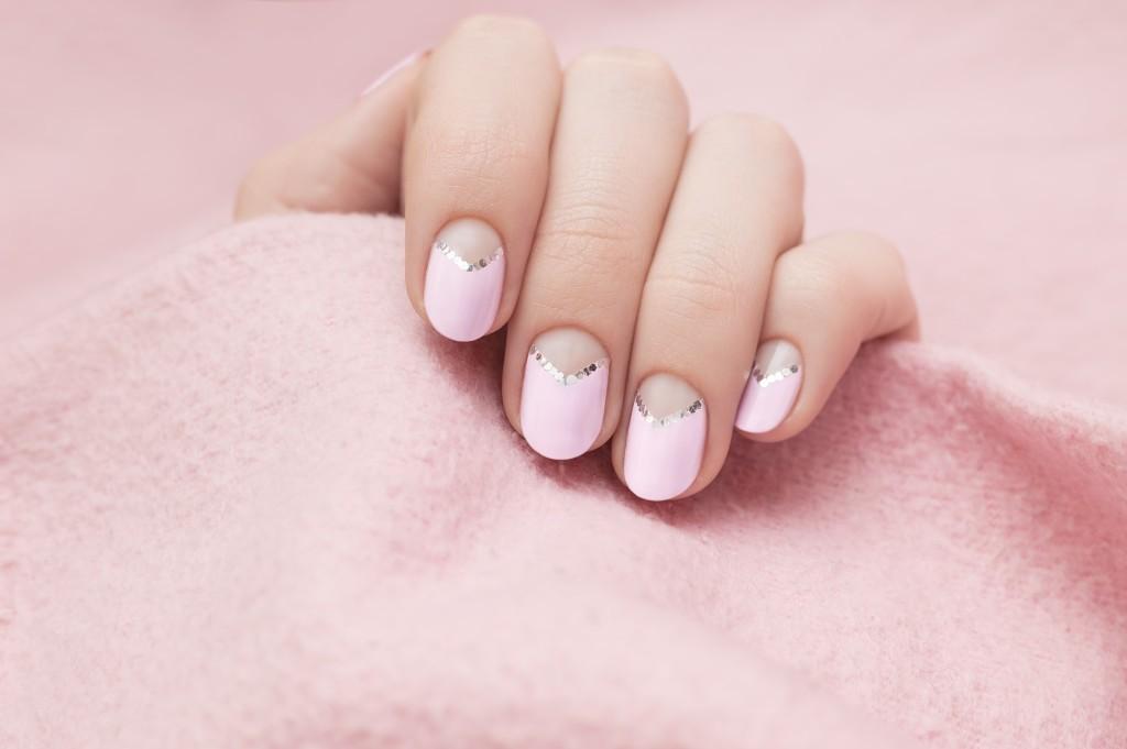 Jak poradzić sobie z suchymi skórkami przy paznokciach?