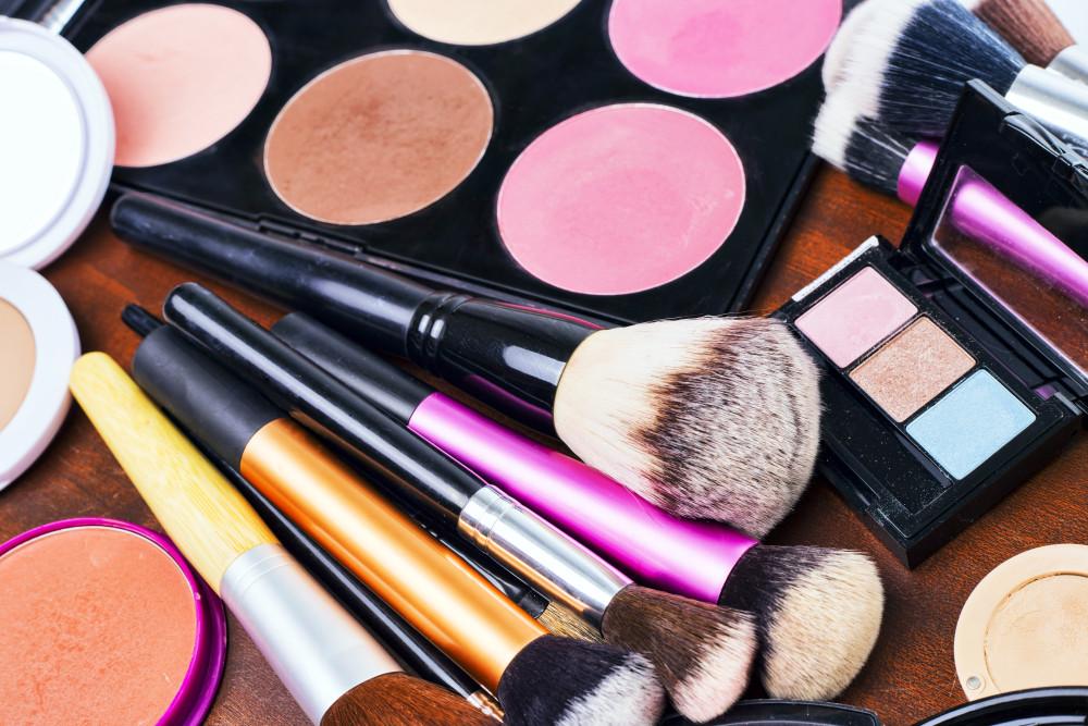 Karnawałowa stylizacja - niezbędne kosmetyki