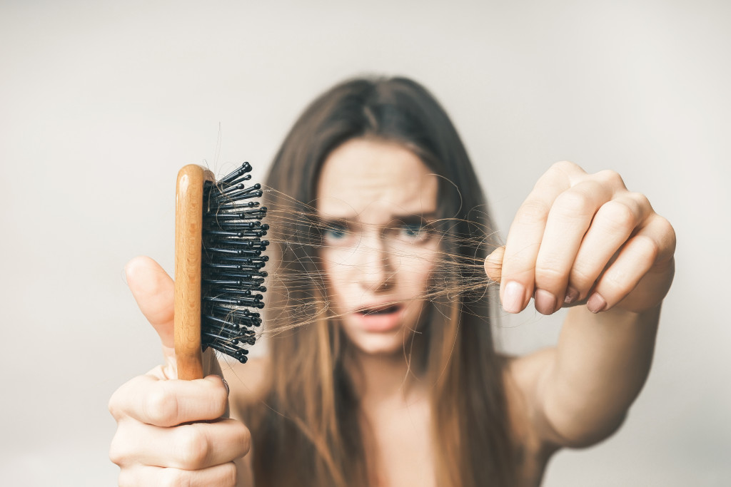 Co zrobić, gdy włosy zaczynają wypadać?