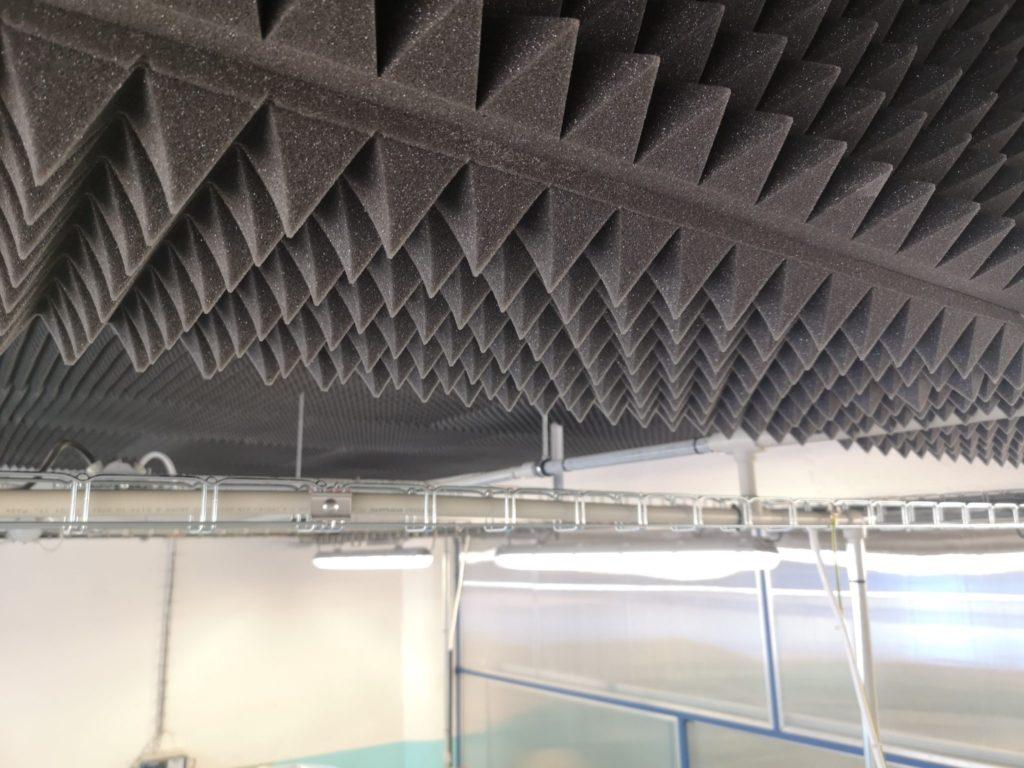Akustická izolace stropu průmyslové haly