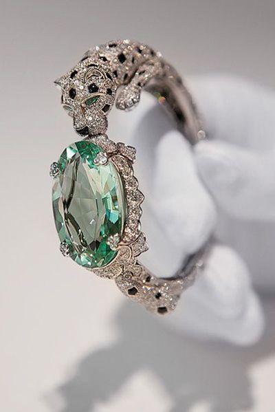 Jeden z mnoha precizních šperků Cartier