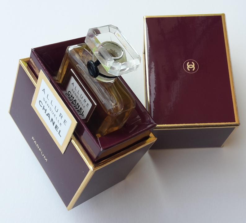 Parfém Chanel Allure Sensuelle ve svém obale