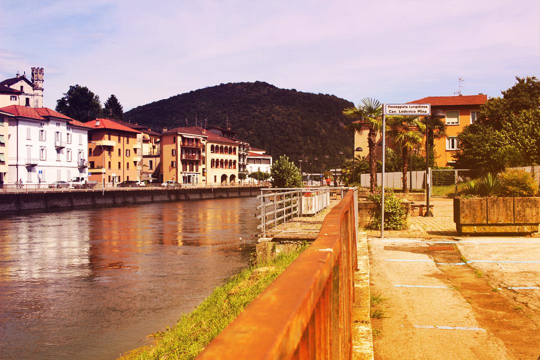 První zastávka v městečku Lavena ponte Tresa