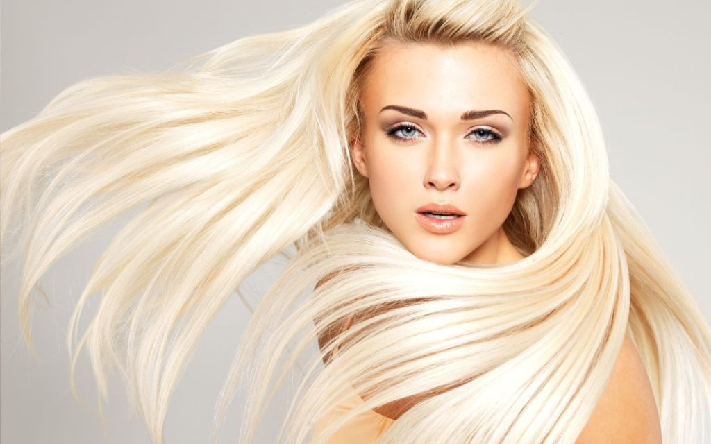 Výběr vhodné vlasové kosmetiky je pro blondýnky zásadní