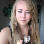 Súťažiaca Daniela Surovková so svojou fotografiou v súťaži Selfino