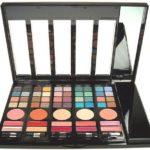 Dekoratívna kazeta Makeup Trading s očnými tieňmi, farbami na líčka a leskami na pery na Elnino.sk