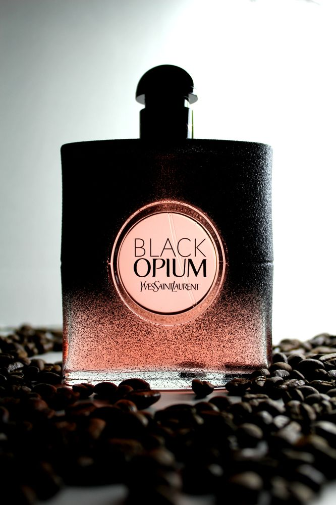 Kvetinová novinka Yves Saint Laurent Black Opium Floral Shock