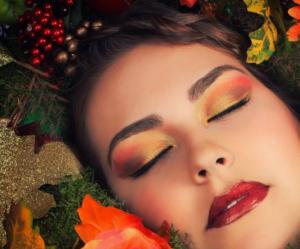 inšpirácia, ako použiť zlaté očné linky na líčenie vo farbách zlata od Elnino.sk