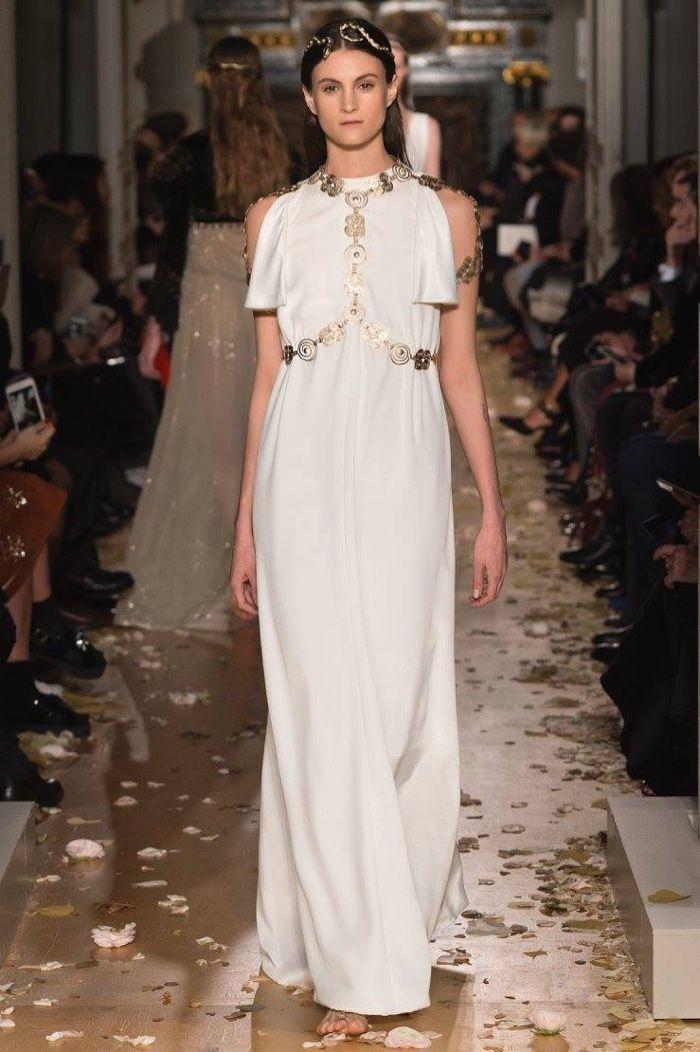 Valentino Spring 2016 Haute Couture Model č. 51, zdroj: fashiongonerogue.com (http://goo.gl/doKFNg)