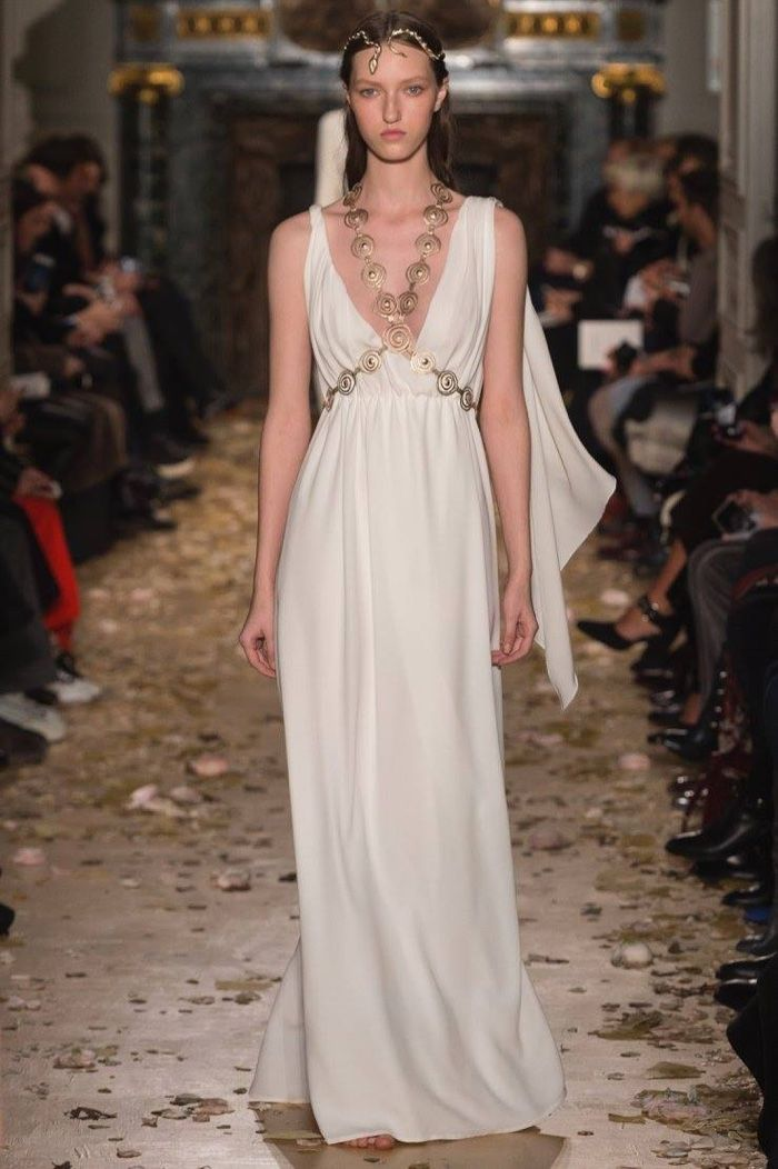 Valentino Spring 2016 Haute Couture Model č. 52, zdroj: fashiongonerogue.com (http://goo.gl/doKFNg)