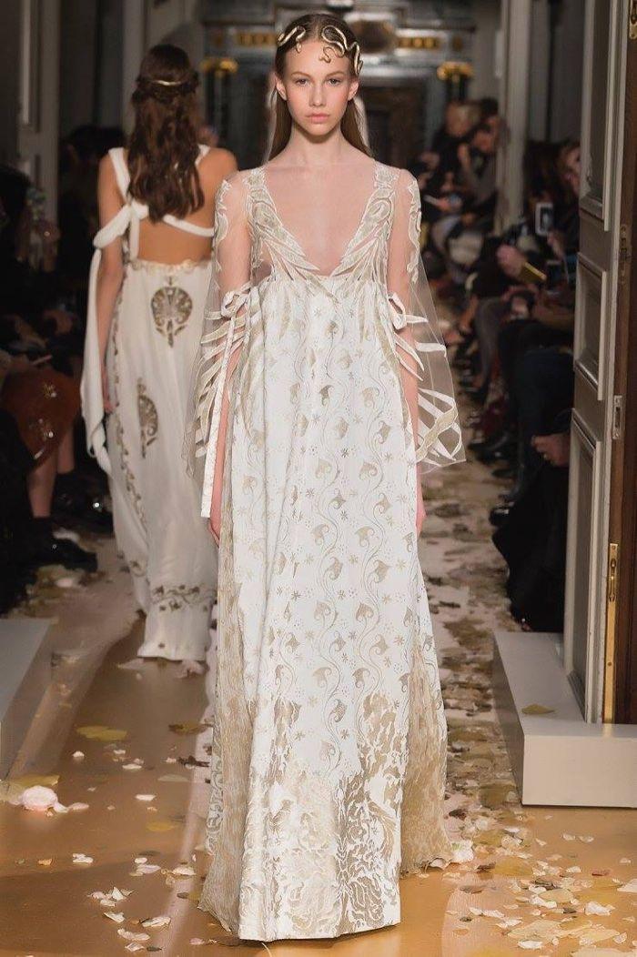 Valentino Spring 2016 Haute Couture Model č. 24, zdroj: fashiongonerogue.com (http://goo.gl/doKFNg)