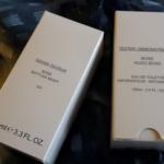 Biele škatuľky skrývajú testery parfumov Hugo Boss