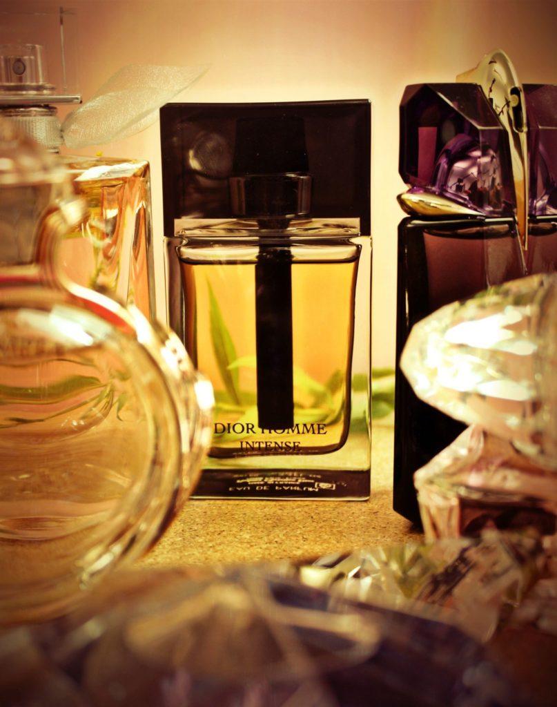 Christian Dior Homme Intense s vôňami Angel, Olympea a Bright Crystal v popredí