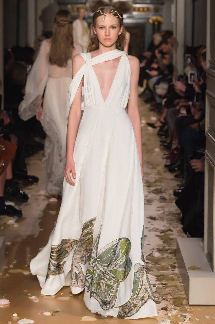 Valentino Spring 2016 Haute Couture Model č. 01, zdroj: fashiongonerogue.com (http://goo.gl/doKFNg)