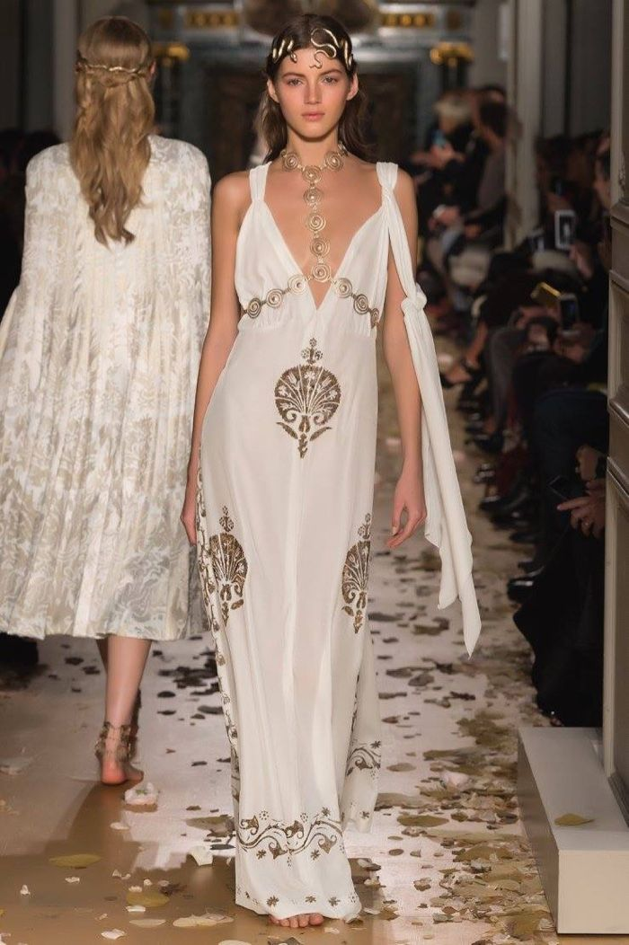 Valentino Spring 2016 Haute Couture Model č. 23, zdroj: fashiongonerogue.com (http://goo.gl/doKFNg)