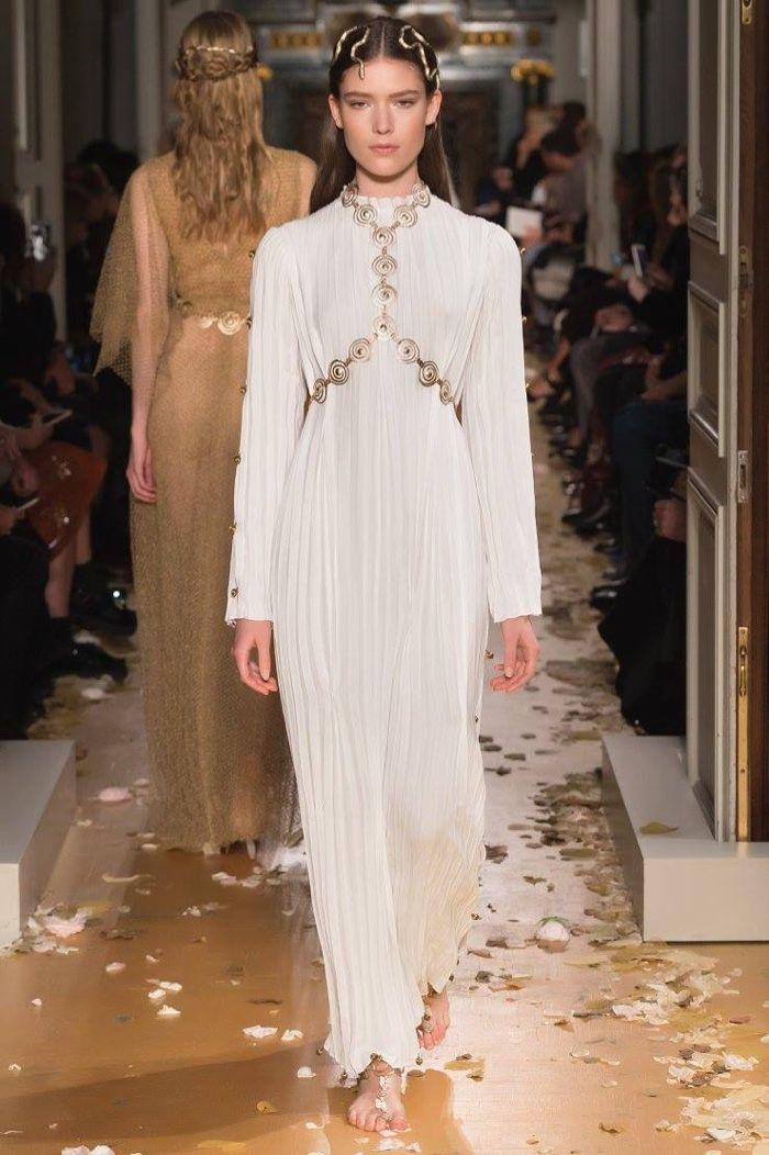 Valentino Spring 2016 Haute Couture Model č. 43, zdroj: fashiongonerogue.com (http://goo.gl/doKFNg)