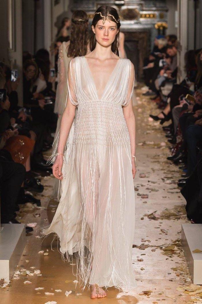 Valentino Spring 2016 Haute Couture Model č. 63, zdroj: fashiongonerogue.com (http://goo.gl/doKFNg)