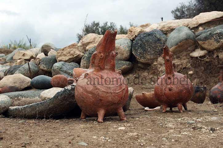 Nádoby na uskladnenie parfumu z ostrova Pyrgos, niektoré vedeli uchovať až 500 litrov oleja, zdroj: http://bit.ly/1EPYiUg