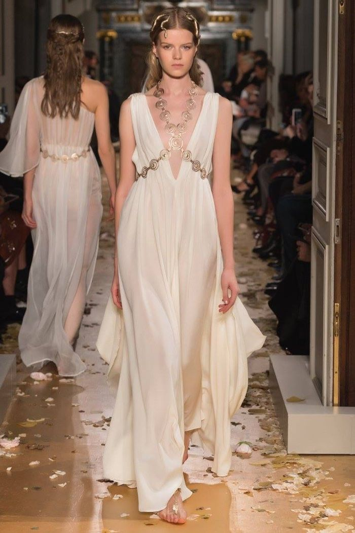 Valentino Spring 2016 Haute Couture Model č. 45, zdroj: fashiongonerogue.com (http://goo.gl/doKFNg)