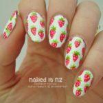 jahodový nail art, zdroj: naileditnz.com (http://bit.ly/1O33TP8)