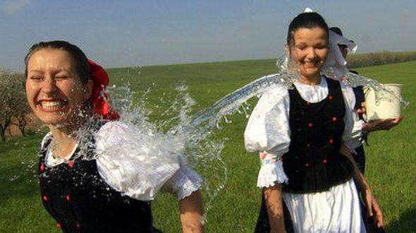 oblievačka podľa tradícií, zdroj: http://goo.gl/iyDvUo