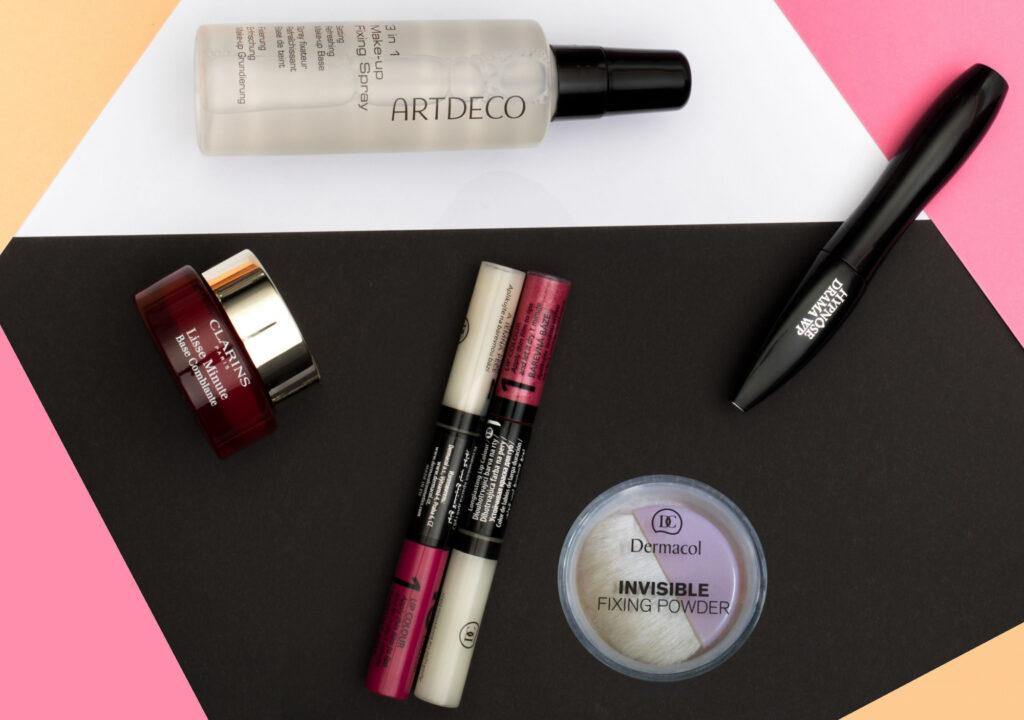 Podklad aj fixácia mejkapu a ďalší pomocníci: Artdeco 3 In 1 Make-Up Fixing Spray, Clarins Instant Smooth, rúže Dermacol 16H Lip Colour, Invisible Fixing Powder a riasenka Lancôme Hypnôse Drama WP