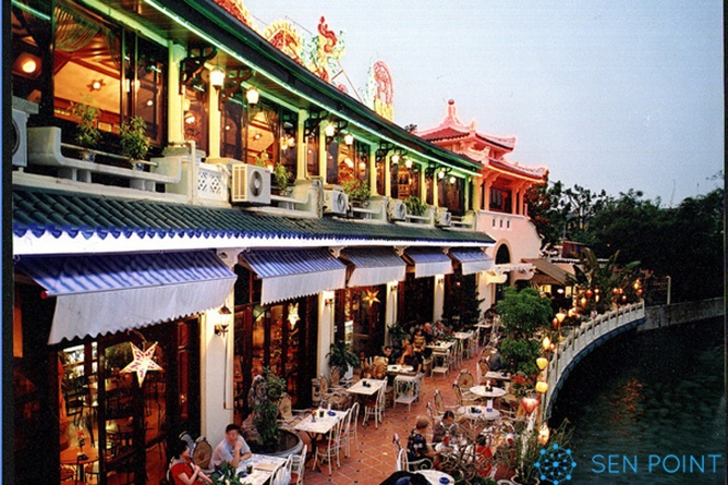 Quán cà phê view Hồ Gươm