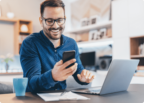 Man using setmore to book appointment