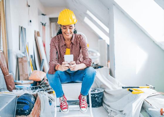 a home repair woman professional