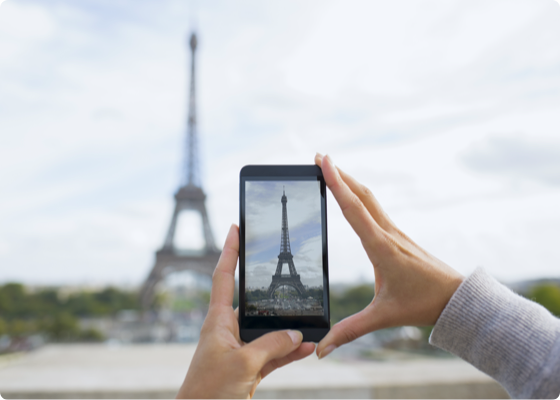 A photo of Eiffel  tower on a mobile