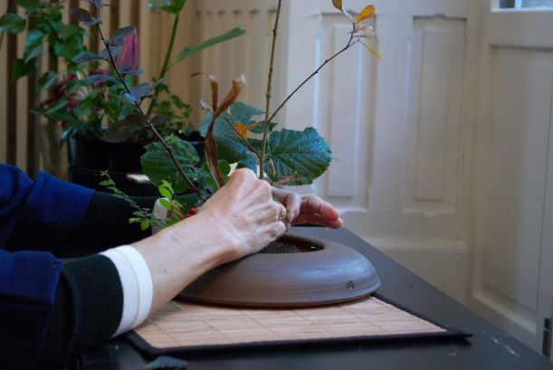 Amsterdam/ikebana-herfst-handen-marcia.jpg