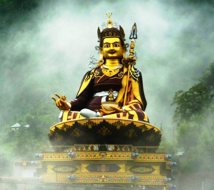 Arnhem/Guru_Rinpoche_in_mist_cut.jpg