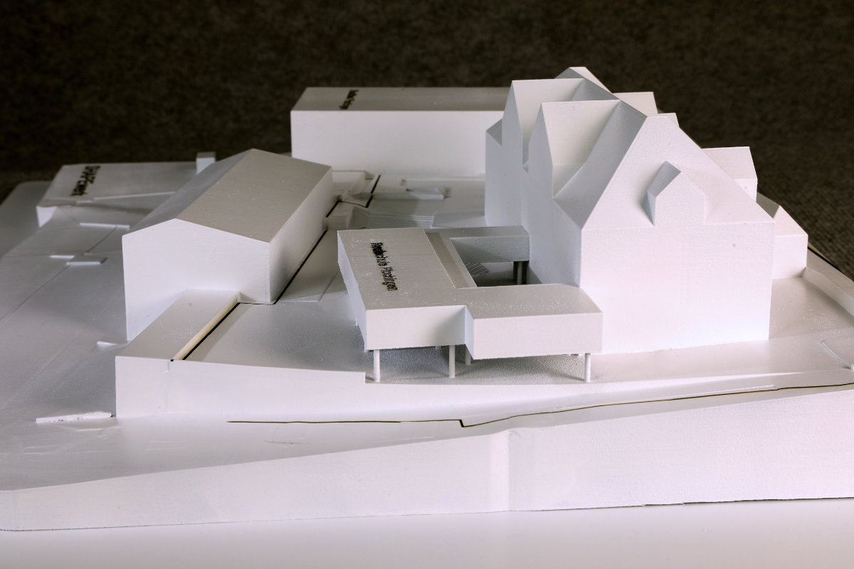 School with gallery, pool and staircases in scale 1:250