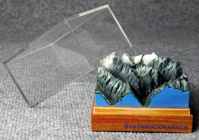 bergmarathon trail laufstrecke tour reliefkarte geschenk pokal
