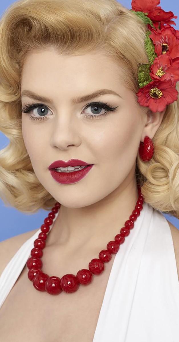 Vintage Stil Schmuck - Kette - Carved Poppy Red Fakelite Beads