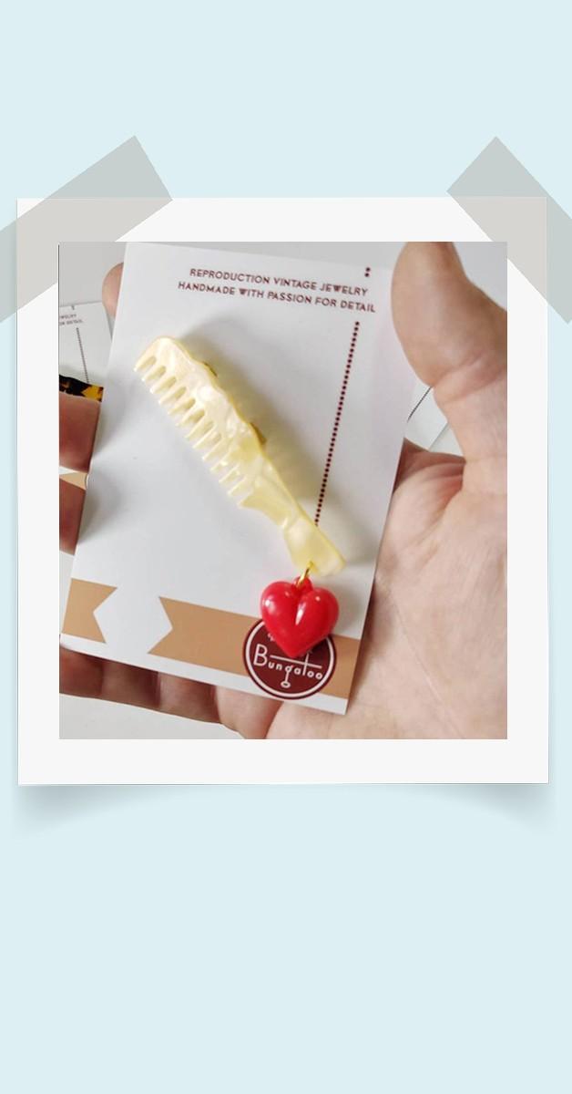 40er Stil Schmuck  - Friseur Kamm Brosche  mit Herz - Ivory