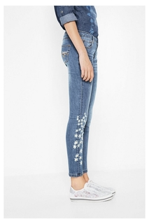 Desigual - Woman - Slim fit jeans with embroidered details..