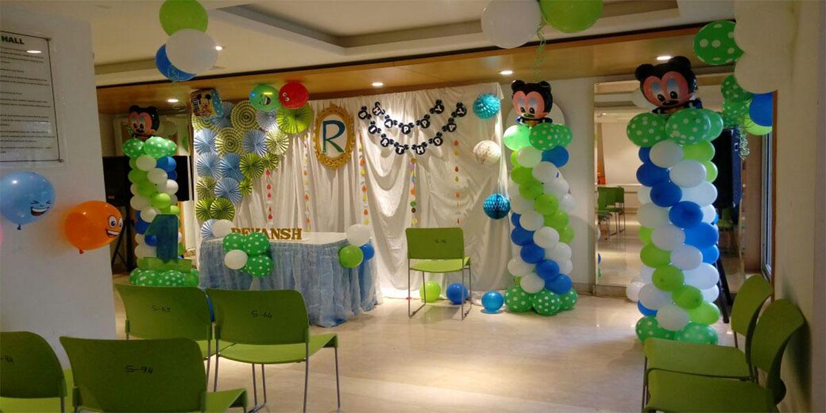 Simple Paper Fan Theme Decoration -