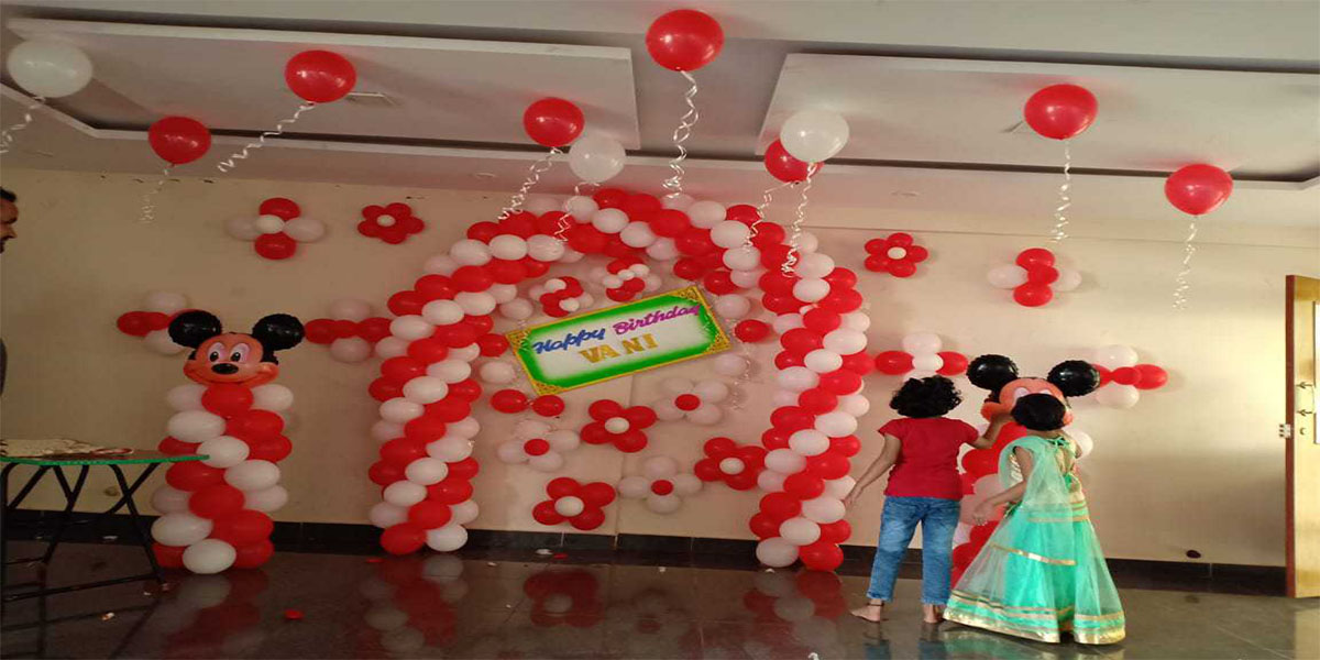 Basic Balloon Clusters and Arch Theme Decoration -