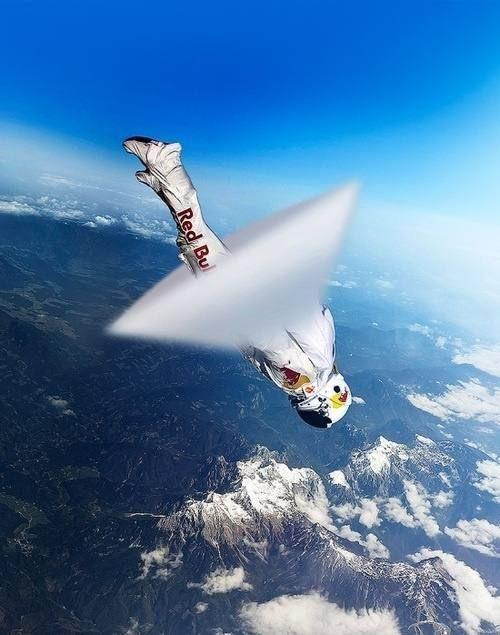 Skydiver Felix Baumgartner breaking sound barrier by crenk
