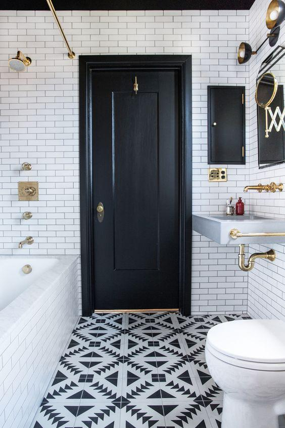 Amazingly designed black and white bathroom by crenk