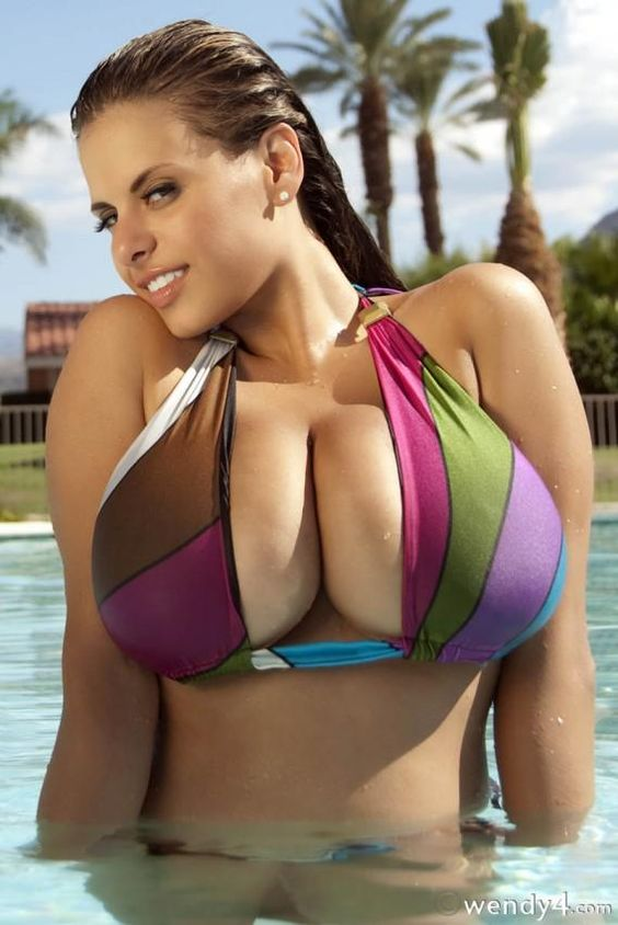 Wendy Fiore Showing Off Her Big Boobs in Swimming Pool by admin