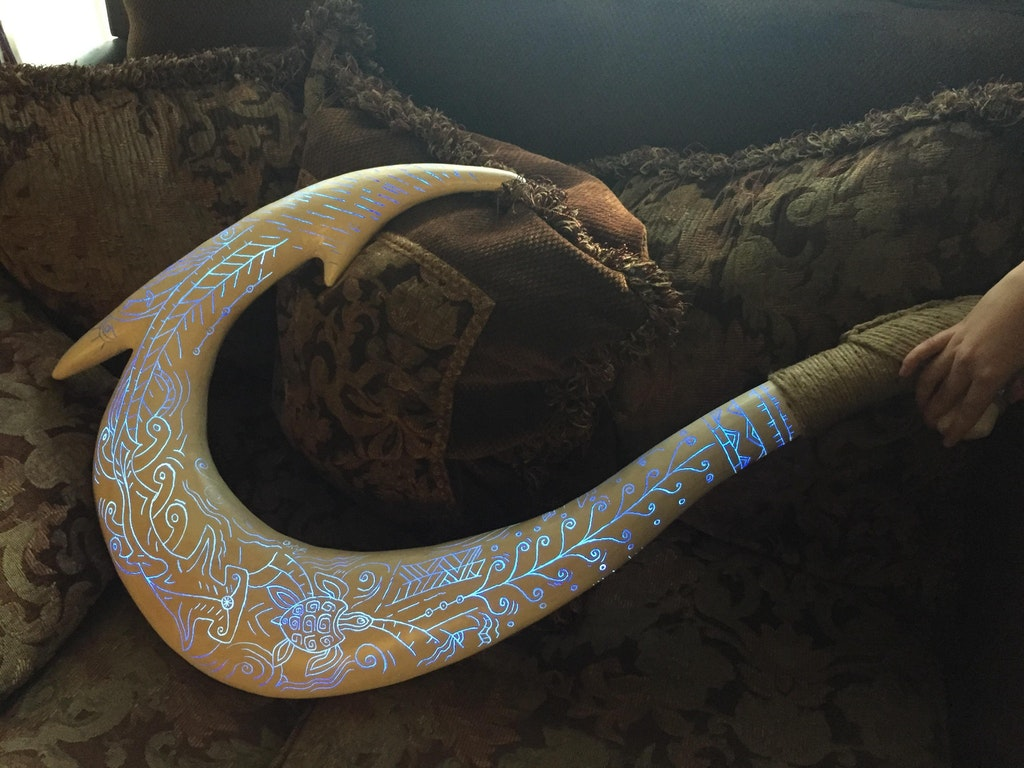 Amazing Carved Maui Hook with paintings by crenk