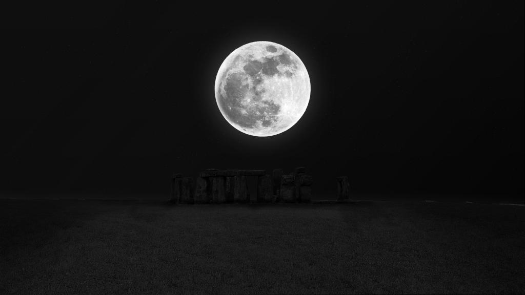 Moon Light over Stonehenge by crenk