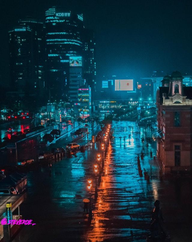 Seoul Train Station - Like in Bladerunner by crenk