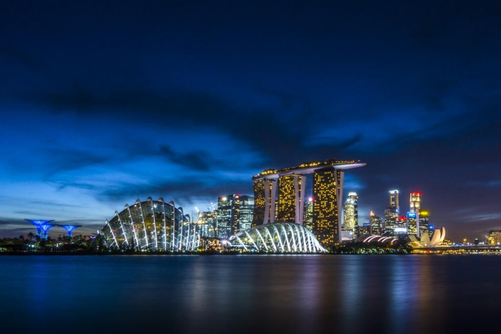 Singapore at Night is Beautiful by crenk